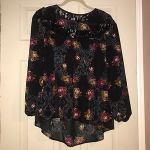 Tops - Floral and lace blouSe